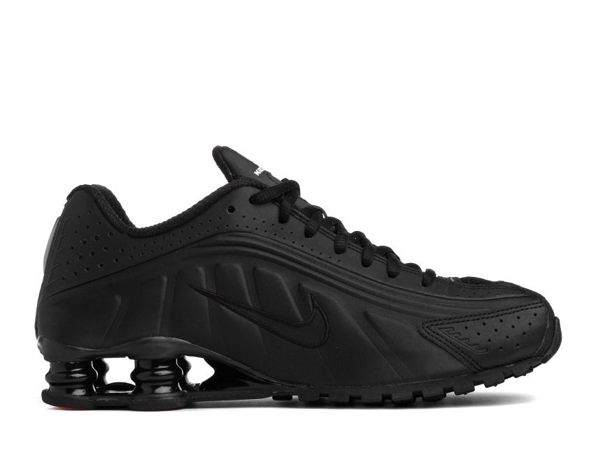 Shox R4 Triple Black Sneakers